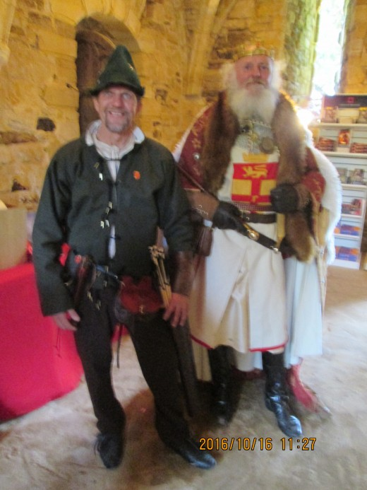 The man on the left came as a Flemish bowman. William had many Norman and Flemish bowmen. Harold had few. In southern England the bow was mostly used for hunting, smaller than those used in warfare even in the midlands and north of England
