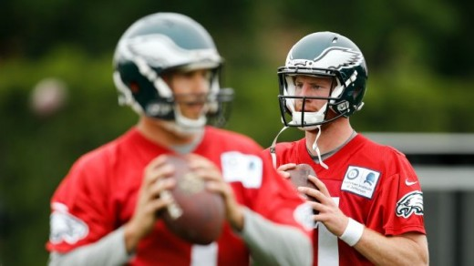 QB Sam Bradford (L) doesn't have to look over his shoulder any longer at Philadelphia Eagles QB Carson Wentz (R) after the Eagles traded him to Minnesota