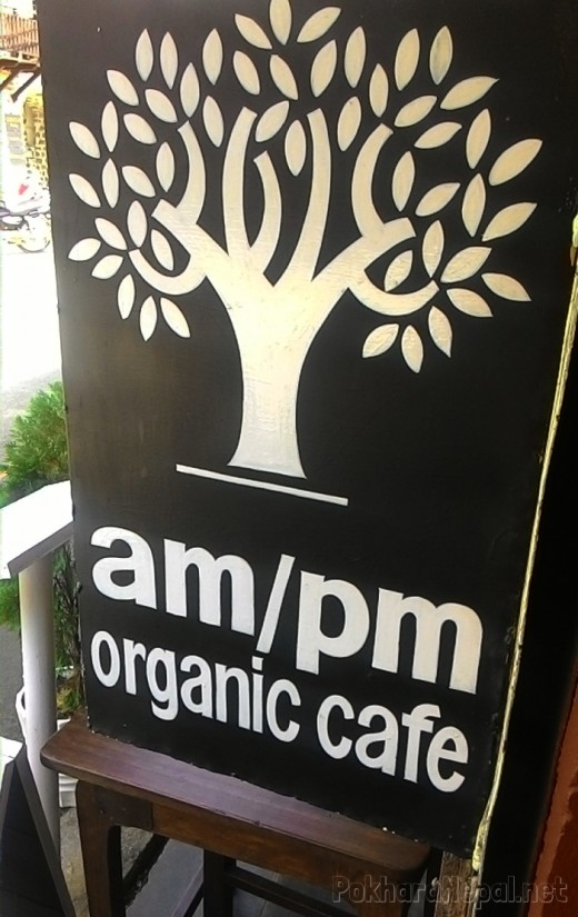 AM/PM Organic Cafe outside board
