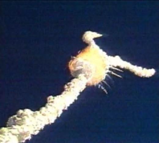 Space Shuttle Challenger Breaks up Mid-Flight