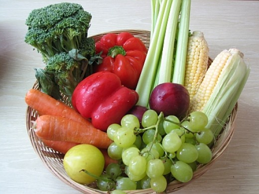 Photo shows fiber rich foods that can help you lose weight but still healthy.