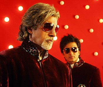 Amitabh Bachchan and Ritesh Deshmukh in the Indian film Aladin.