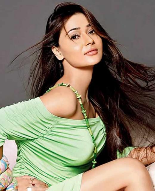 Indian actress Sara Khan