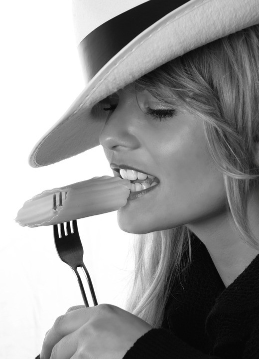 You may disagree, but to me, a woman is extra-hot when she is eating food