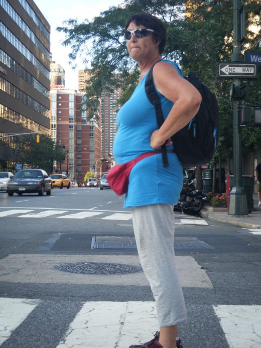 Woman waits for cab  but her valuables are safe  inside her fanny pack