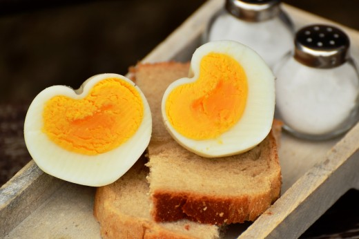 Make special boiled eggs for Valentine's Day. (Instruction video at the end of this article.)