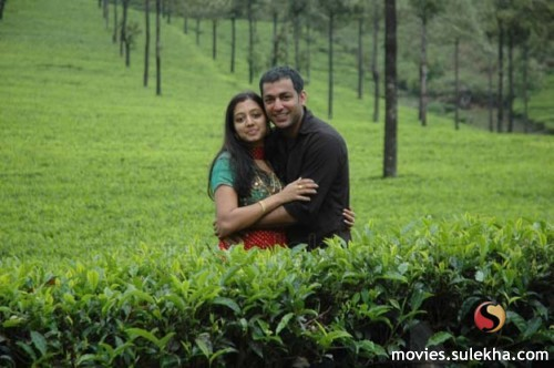 Actress Gopika and husband honeymooning in Munnar