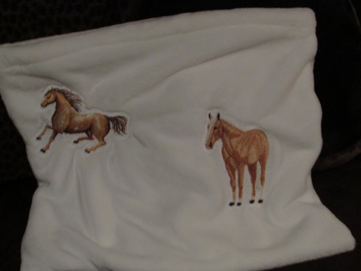 The opposite side of the Horse Billow Pillow Pocket