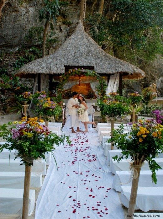 Typical beach wedding in Palawan...