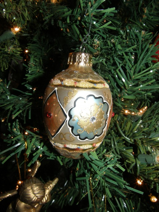 When I taught art, one of the favorite projects was making faux Faberge eggs.  When I saw this ornament, it immediately reminded me of the styke of Karl Faberge.