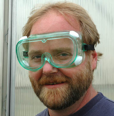 Wearing safety googles prevents allergens from getting into contact with your eyes