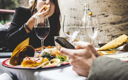 We are all surrounded by subtle influences that can encourage mindless overeating. Here are four strategies you can use to tune out your environment, become more mindful, and put yourself back in charge of how much you eat at each meal.