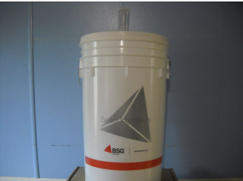 Brewing bucket with air lock