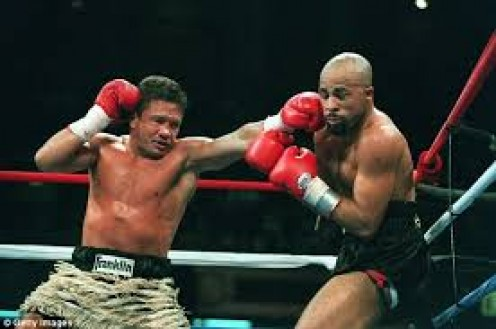 Vinny Paz fought and knocked out former world champion Lloyd Honeyghan.