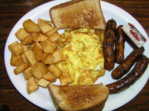 Hash brown potatoes, scrambled eggs, toast and sausages. In the UK they have a breakfast entree similar to this called The Full English Breakfast.