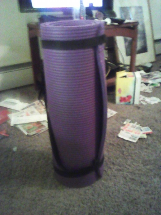 My new yoga mat comes with a handy free strap to carry to the gym or to close the roll at home.