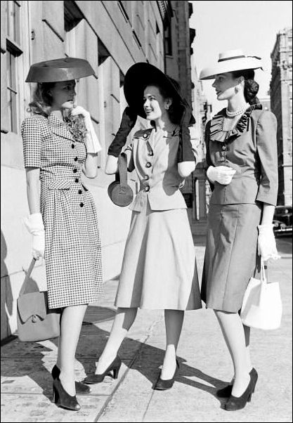 The post-war years '40 fashion is primarily emphasizing the waist. Skirts, dresses, blouses and jackets and coats were to be compulsorily fitted at the belt. Reigned longer pencil skirts and dresses falling weightlessly in the shape of the letter A.