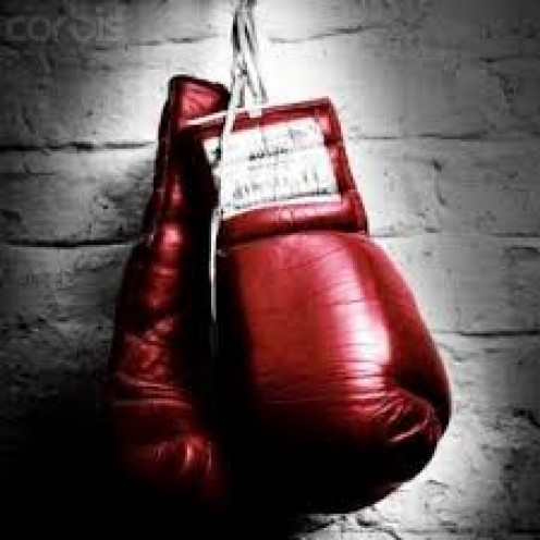 Professional boxing can be scheduled for 4,6,8,10 or 12 rounds. The rounds are 3 minutes each with a one minute break between rounds.