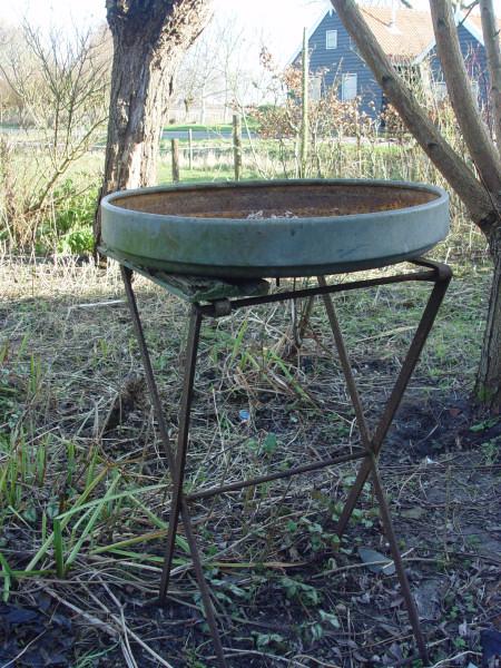 My own easy bird feeder platform