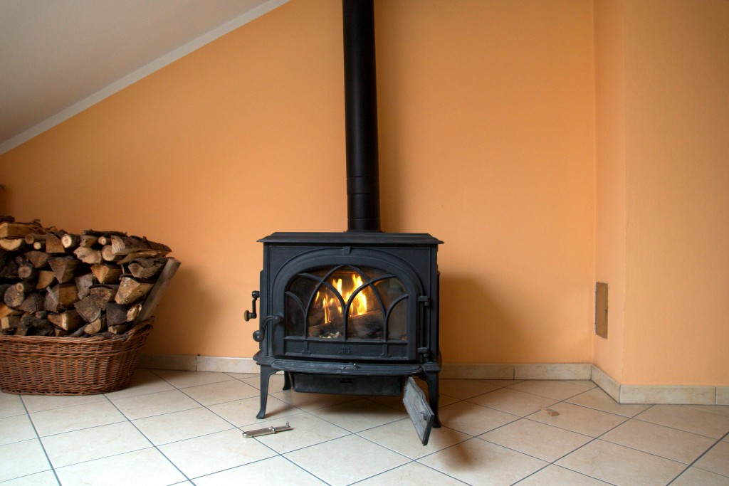 Information on wood and pellet stoves for the home hubpages - Small space wood stove model ...