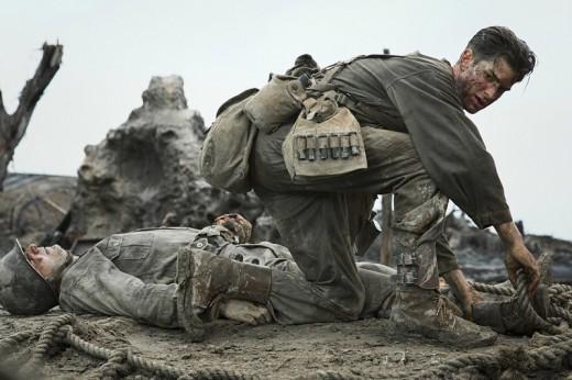 Desmond (Andrew Garfield) saving a fellow cadet.