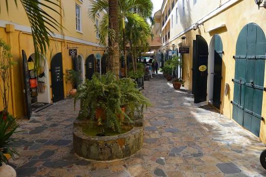 Shops and restaurants line quiet alleys in Charlotte Amalie. © 2017 Scott Bateman