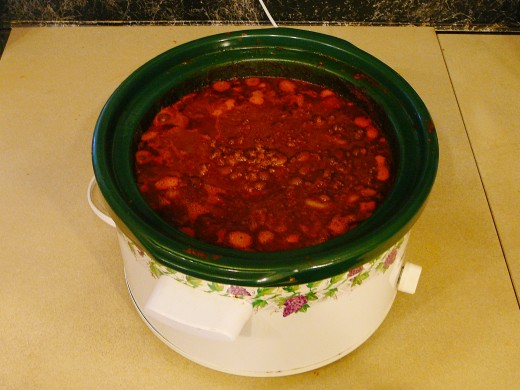 Slow cookers are attractive and versatile. They can be used to safely cook food over long periods of time by following the safety tips in this article.