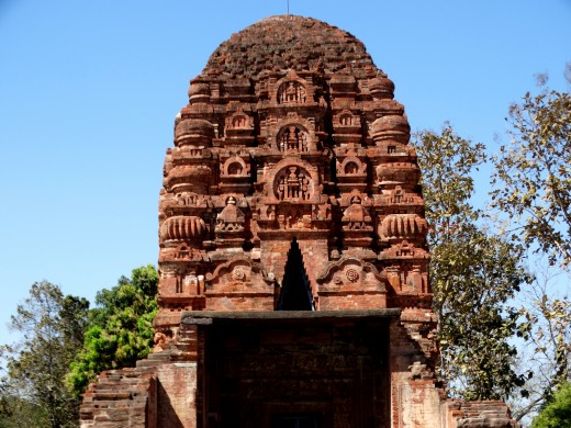 "This photo clearly shows the central Ratha with ""Chaitya"" structures & the corner Rathas with ""Amalak"" structures"