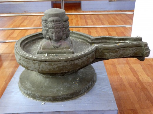 'Chaturmukhi' Shivalingam
