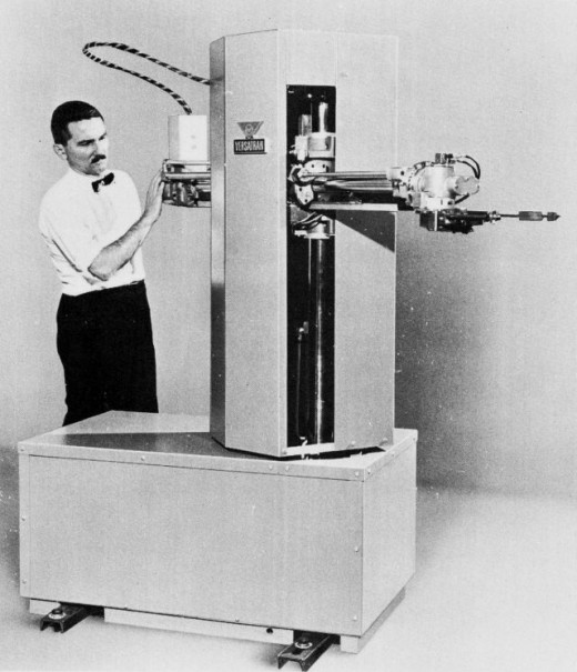 The VERSATRAN robot 1958-1962