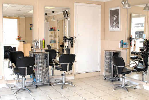 Choose a salon that gives you a good vibe. You should feel relaxed and at ease when you get your hair done. You shouldn't feel pressured to try new looks you aren't ready to try yet