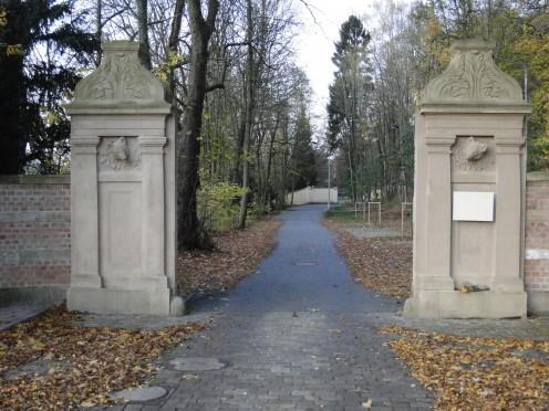 Gate to Beggen Castle, rue des Hauts-Fourneaux