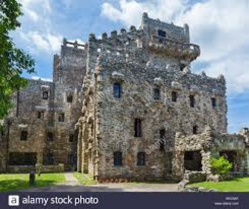 Gillette Castle was constructed in 1914 and it is built in a medieval, bungalow style.