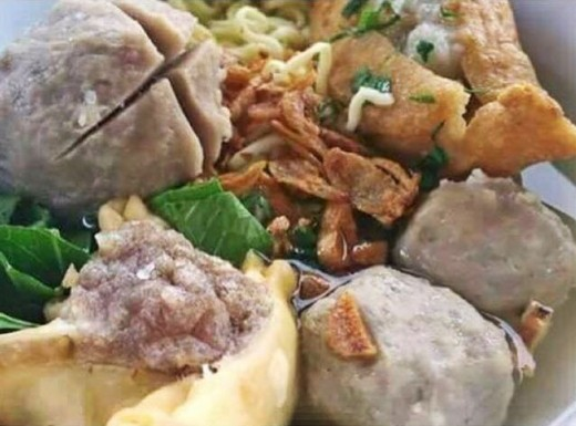 A selection of bakso - from sumptuous lean wholesome beef balls, to toufu (beancurd) filled with chicken or fish paste, steamed wonton filled with savoury beef paste, stir-fried bakso where the skin is fried but inside has retains the juicy meat!