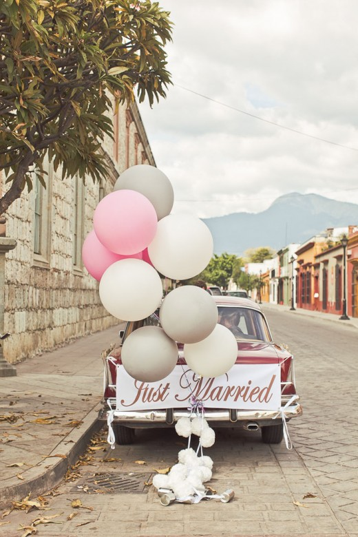 Balloons on your bridal car