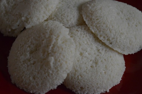 Breakfast Foods: Black Gram Dehusked (Urad) And Rice Semolina Idli Recipe