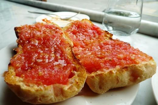 Spanish tomato crostini