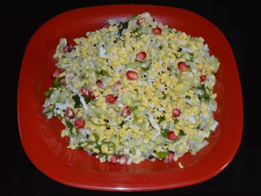 Step three: Green gram (mung bean) and cucumber salad is ready to eat!