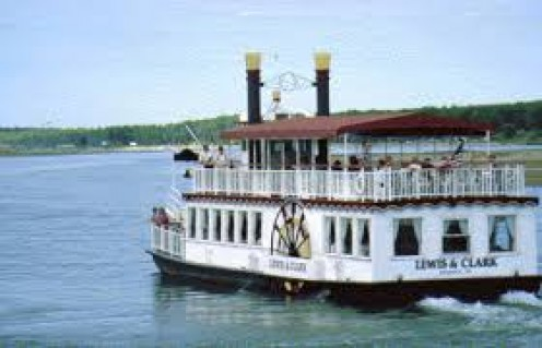 Lewis and Clark boat tours carry you across the Missouri River and they also offer wedding cruise tours.