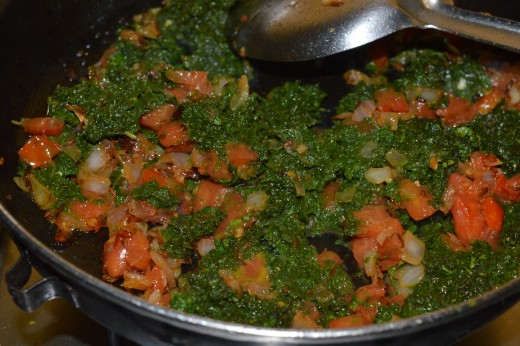 Step five: add mint and coriander leaves puree and stir cook with the contents in the pan