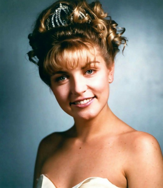 The famous Laura Palmer (Played by Sheryl Lee)  Prom Image
