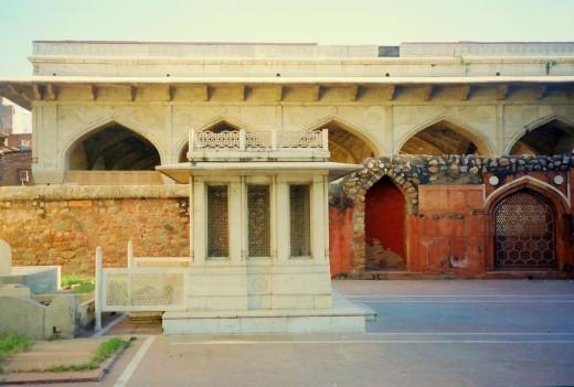 Mirza Asadullah Baig Khan Tomb, Delhi