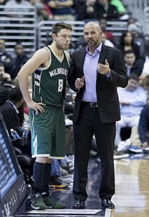 Coach Kidd conferring with Matthew Dellavedova in 2016-2017 season.