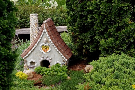 Look how charming this fairy house is with the low plantings around it on all sides.