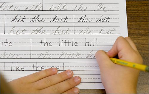 This is someone cursive writing why isn't it taught in schools?