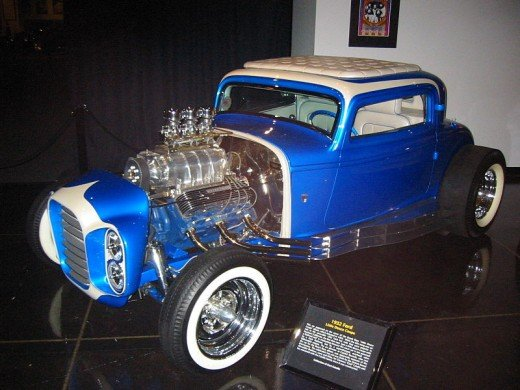 Lucas's USC film colleague, Gary Kurtz, discovered the deuce coupe model that needed repairs and was painted yellow.