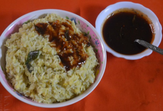 Homemade mung bean rice (khara pongal), served with tamarind-jaggery chutney.