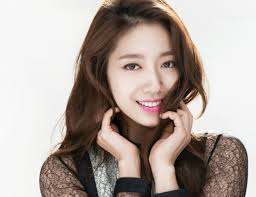 "Park Shin Hye debuted in the Korean drama ""Stairway to Heaven"" but gained his popularity from pinoy fans when she played as Cha Eun-sang alongside Lee Min-ho who played Kim Tan in ""The Heirs."""