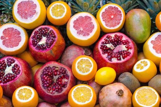 Foods Highest in Vitamin C | Gold Kiwi Fruit (105.4 mg of vitamin per 100 gr), Orange (50 mg), Lemon (40 mg), Grapefruit (30 mg)
