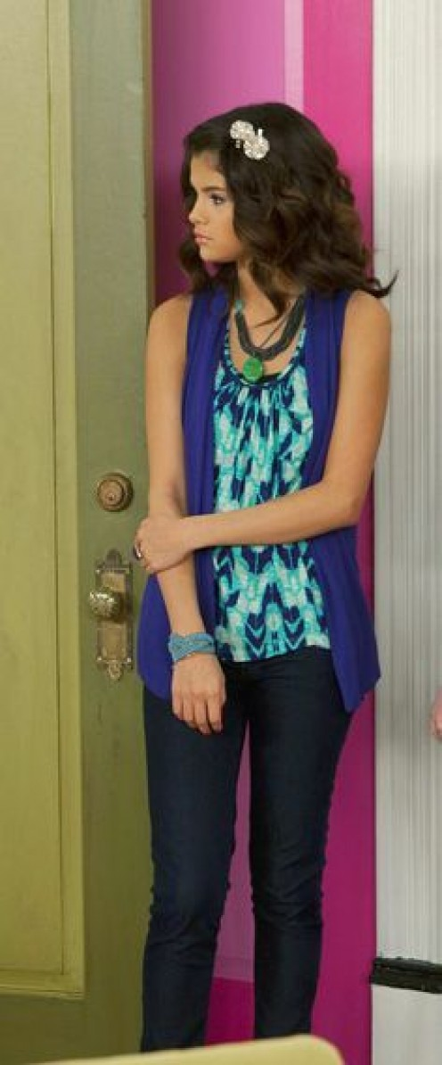 Skinny Dark Blue jeans, slightly lighter shade of blue on the shrug paired with that ombre tank top- Perfect!